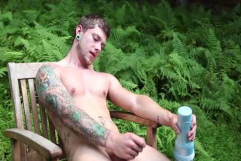 Skater Hunk jerking off Outside