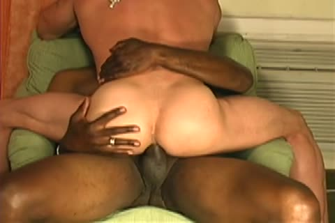 A Mandingo man bonks A Muscle Withe fellow that fellow Just loves That 10-Pounder