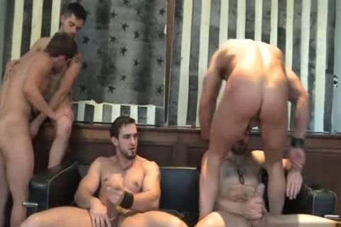 Muscle gay oral-stimulation With cumshot