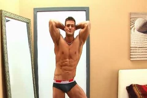 Bodybuilder Shows His aperture