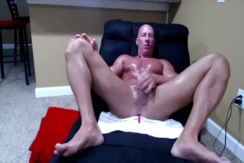 Tanned Muscle dad On webcam