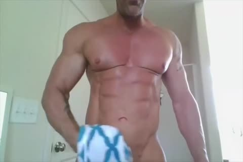 Bodybuilder Showers On web camera