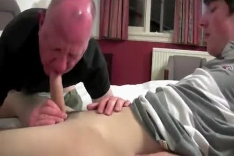daddy Daddy & young man Have Sex In couch