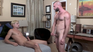 Family Dick - Amazing Taylor Reign tongue kissing porn