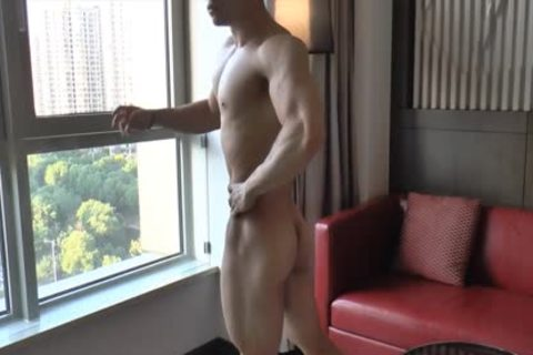 Chinese Muscle Hunk 04