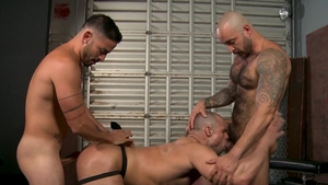 Men Over 30 - Athletic hairy gay Cesar Rossi raw threesome