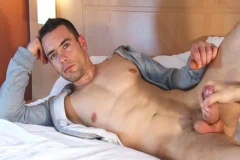 Beautifull Hetero Fitness dad acquires Wanked His biggest dick By A guy !