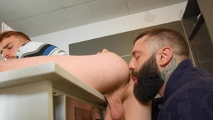 Str8ToGay: Muscle american bear Ryan Jacobs lusts cumshot